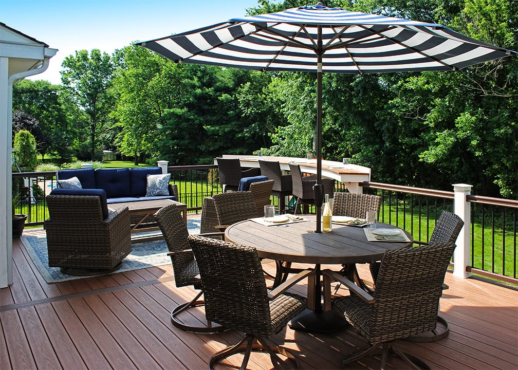 wicker outdoor deck seating