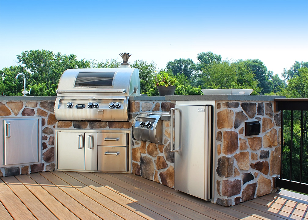 deck with built in grill
