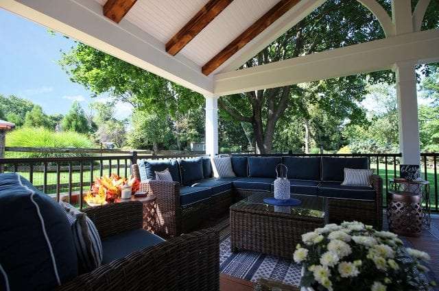 Tomlin - Timbertech Antigua gold deck and porch with barnwood - Sitting area