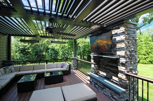 Puchtler - fiberon deck and Arcadia pergola with TV and fire feature
