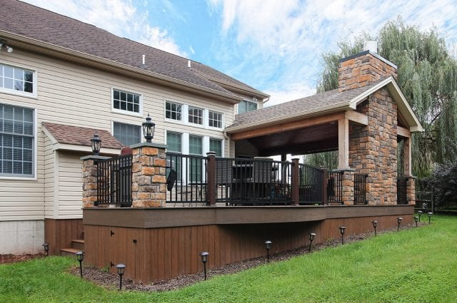 Beck - TimberTech deck and porch with curved bumpout