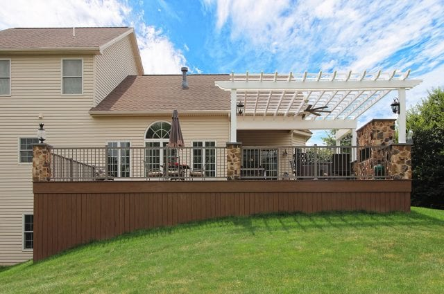 Drum - TimberTech Deck and pergola with vertical decking