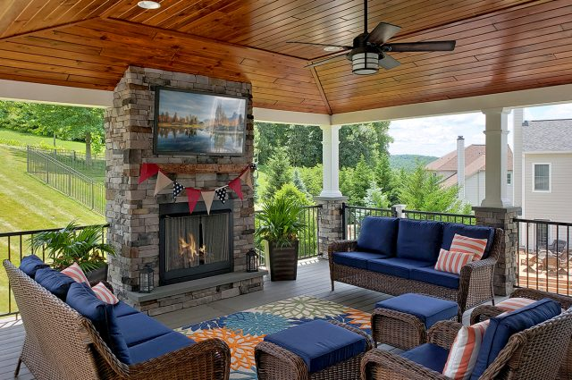 Kielinski - timbertech silver maple deck and porch with pinewood ceiling
